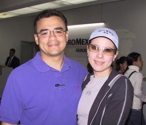 <b> <u> 11 de abril </b></u> <p> David Solís y Joanna Guzmán viajaron a la Ciudad de México