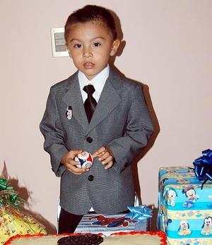 <b><u>10 de abril </b></u><p>   Jesús Abraham Gutiérrez Esparza celebró su tercer cumpleaños, con una divertida fiesta infantil, en la cual recibió numerosos regalos