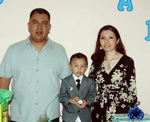 Jesús Abraham Gutiérrez Esparza  celebró su tercer cumpleaños en compañía de sus papás Pedro  Gutiérrez y Claudia de Gutiérrez