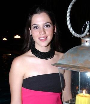 <u><b>10 de abril </b></u> <p> Michelle Leal Jardón recibió numerosas felicitaciones en la despedida de soltera que le ofrecieron