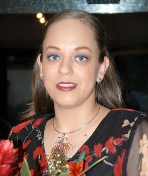 <u><b>12 de abril </b></u> <p> Blanca Flor Rodríguez López captada en la despedida de soltera que le ofrecieron.