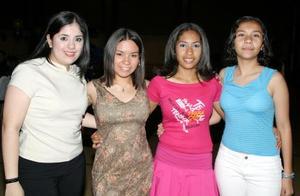 Katia Stefanía, Carlos,  Cristina Esparza, Ileana Picón y Nayeli Picón.