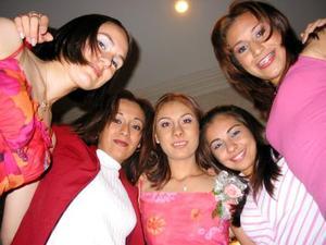 Goreti Corral Mascorro acompañada de sus amigas Cynthia Loza, Gabriela Guzmán , Karla Castañeda y Karina Mireles en su despedida de soltera