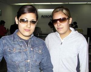 Después de vacacionar en Puerto Vallarta, regresaron a esta ciudad, Silvia y Victoria Mata