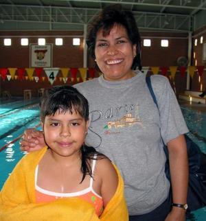 Guillermina Pedroza con su hija Diana Laura Herrera, procedentes de la Ciudad de México.
