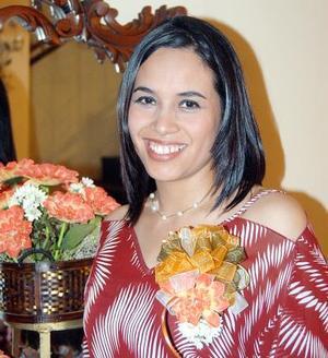 <u><b>14 de abril </b></u> <p> Adriana Chávez Mena, captada en la despedida de soltera que se le ofrció en días pasados, por su próximo matrimonio.