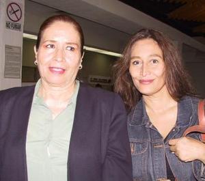 Janeth Ruiz regresó a la Ciudad de México, la despidió Rosa María Gutiérrez.