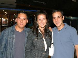 Óscar Arripla, Lucero Velázquez y Carlos Gallegos.