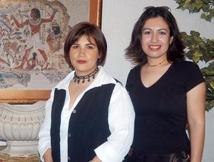 Patricia Espada y graciela Gómez fueron despedidas con un agradable convivio, con motivo de su viaje a París.