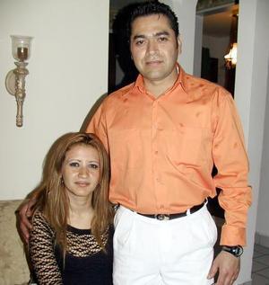 Rodolfo Sifuentes acompañado de su esposa Laura Félix, en su festejo de cumpleaños.