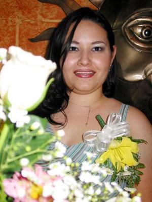 <u><b>15 de abril </b></u> <p>  Susana Romo Correa en la despedida de soltera que se le ofreció en días pasados.