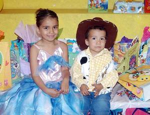 Alejandra y Ulises Padilla García en la fiesta que les organizaron sus padres, Ulises Padilla Quintero y Alejandra García de Padilla, por su quinto y segundo año, respectivamente.