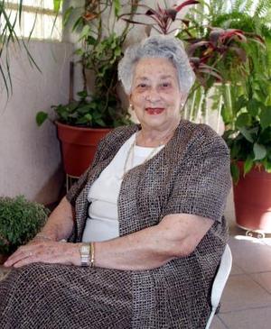 Dolores Herrero de Córdova fundó con otras damas la Casa de Cuna de Torreón, por esta labor recibió un reconocimiento