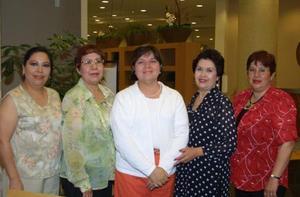 Alicia Favila de Reyes festejó su cumpleaños con una amena reunión acompañada de sus amigas Gloria García, Ivonne Martínez, Marcela García y Blanca Estela Esparza.