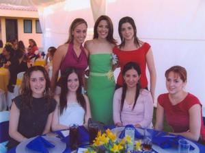 <u><b> 16 de abril </u> </b><p> Mónica Martínez Tatay con sus amigas Tessy Cantú, María José Sesma, Mariana fernández, Laura Rodríguez, Tania Trasfí y Sofía Berlanga.