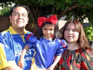 <b><u>16 de abril </b></u><p> Dayana Michel Canales Capetillo celebró su cuarto cumpleaños, con un convivio infantil preparado por sus papás, Pedro Canales Sánchez y Claudia Capetillo de Canales.