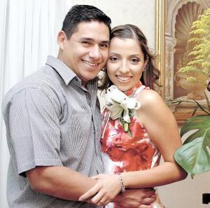 <u><b>16 de abril </b></u> <p> Rafael Orozco Guerrero y Montserrat Gaucín Hernández contraerán matrimonio el próximo ocho de mayo, en la parroquia Los Ángeles.