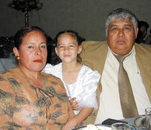<u><b>17 de abril </b></u><p> Luz Oliva Cruz Vicario, Edna Cecilia Lara Salazar y Víctor M. Alemán Flores.