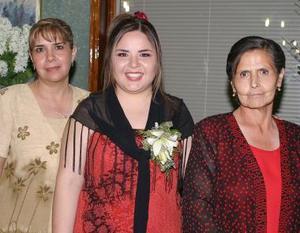 Gabriela Rodríguez Ruiz junto a las anfitrionas de su fiesta de despedida, Velia Ruiz y Sara Cuevas de Romero.