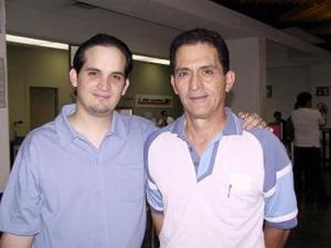 Alberto Cobos regresó de la Ciudad de México y fue despedido por Francisco Cobos.