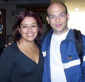 <b> <u> 18 de abril </b></u>  <p> Olivier Schwintch regresó a Alemania, luego de visitar a su novia Marisol Flores.