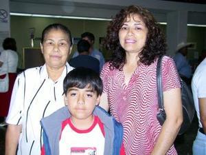 A Puebla, viajaron Socorro López y Luis Gerardo Sánchez y los despidio Leonor López.