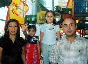 Jesús Rocha Boyer y Flor Carmona de Rocha festejaron a sus hijas Sofía y Renata Rocha Carmona, con una fiesta infantil con motivo de sus respectivos cumpleaños.