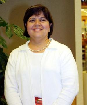Alicia Favila de Reyes festejó su cumpleaños, con una amena reunión en la que recibió numerosas felicitaciones.