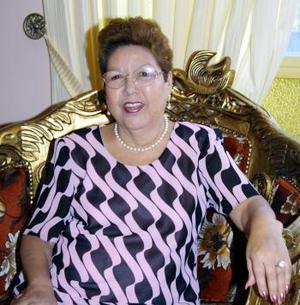 <u><b>18 de abril </b></u><p> Mele Ortiz de Herrera festejó su cumpleaños, con un grato convivio ofrecido por sus amigas del Club Oyamel.