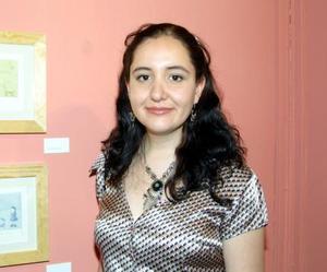 Patricia Hernández junto a sus creaciones.