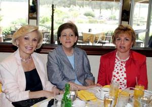 Priscila de Martínez, Meche de Ruiz y Alicia de Villarreal.