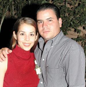 Claudia Robles Heimpel y Alfredo Garza Martínez en una de sus últimas despedidas de solteros ofrecida por la familia Robles Heimpel