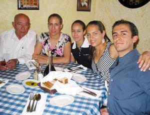 Enrique Alonso Fernández, Juany A. de Allegre, Astrid Allegre, Anabel Allegre y Enrique Aguilar.