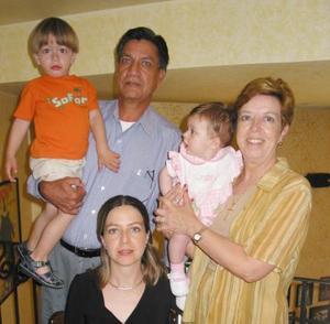 José Luis Hurtado Uruzueta, Herminia B. de Hurtado, Verónica Hurtado de Hintze, Eduardo Hintze y Ángela Hinzte.