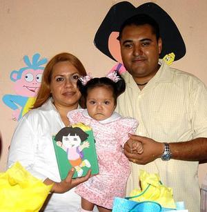 <b><u>20 de abril </b></u><p>  Fátima del Rosario Jurado Nuñez en compañia de sus papás, Marcelino Jurado Carlos y Rocío Nuñez de Jurado, en el festejo que le organizaron por su cumpleaños.