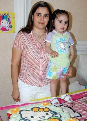 <b><u>21 de abril </b></u><p>  Valeria Jimena Limones Montañez acompañada de su mamá, María de Lourdes Montañez de Limones, en la fiesta infantil que le ofreció por su cumpleaños.