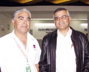 <b> <u> 21 de abril </b></u>  <p> Gerardo Martínez fue despedido por Alberto Velásquez, antes de viajar a Toronto, Canadá.