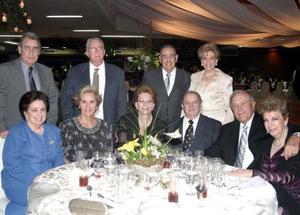 Alfredo González, Frida de González, Raúl Díaz, Ruth de Díaz, Keveth Lave, Elvia de Lave, Quintín Ruiz, Gloria Ruiz, Rodolfo Veyán, Elvia Cavazos y Aurora de Veyán.