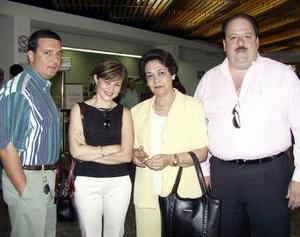 <b> <u> 22 de abril </b></u>  <p> Guillermo Flores, Cuquita Villalobos y Nidia de Hernández viajaron a la Ciudad de México y fueron despedidos por Mauricio Galán.