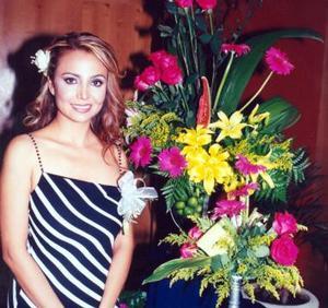 <u><b>23 de abril </b></u> <p>  Lic. Elva Ileana Chavarría Martínez, feliz en su despedida.