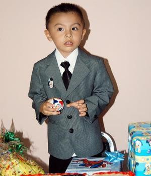 El pequeño Jesús Abrham Gutiérrez  Esparza celebró  su tercer cumpleaños, con una divertida fiesta en días pasados.