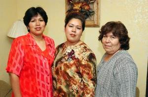 <u><b>24 de abril </b></u> <p> Alejandra Ruiz Ríos contraerá matrimonio en breve y por tal motivo, Graciela Ríos y Gabriela Ruiz le ofrecieron una fiesta de despedida.