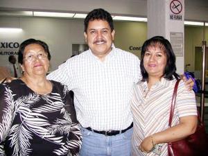 Arturo Benítez y Mariana Fernández regresaron de la Ciudad de México.