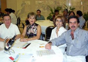 Arturo Gilio, Magaly Gámez, Michel Zreek y Caty de Zreek.