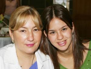 Connie de Murra y Lorena Murra de Mariscal.