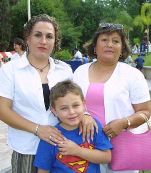 Mónica Macias de Acosta, Luis fernando Acosta Macías y July Montolla de Pérez.