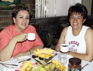 Mayela de Caprana y Lolita Salas.