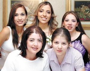 <b><u> 26de abril </b></u><p>  Montserrat Gaucín Hernández acompañada de sus primas en la despedida de soltera que le ofrecieron las familias Gaucín Hernández y Orozco Guerrero