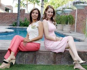 Ana Cristina García Maisterrena y Claudia Mendiola Rodríguez, captadas en una de las despedidas de solteras que les ofrecieron por sus respectivos enlaces matrimoniales.