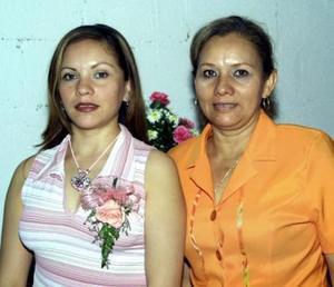 <u><b>26 de abril </b></u> <p>Zaida Ramíres Zubiría en la fiesta de despedida que le ofreció su mamá, Mayela Zubiría de Ramírez.